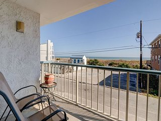 In Paradise- Ocean view condo at Paradise Towers w/ pool and easy beach access