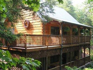 Peak-A-Boo Creek-Hot Tub, Pet Friendly, Creek front, WIFI, Family Friendly