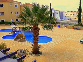 137 Sirena Olympia, self-catering luxury 2 bedroom holiday apartment, Pool, WiFi