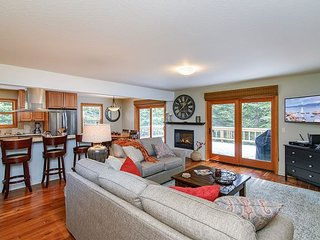 Updated 3BR w/ Fireplace, Large Deck & Grill - Close to Rec Center & Eateries
