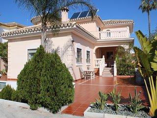 Villa Celia. Torremolinos. Con piscina climatizada