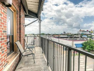 Breathtaking Balcony City Views near GRB- Sleeps 5