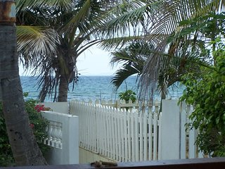 December Sale!! On the beach, a private pool,  a house all to yourself.