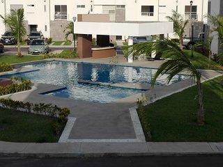 OCEAN VACATION HOUSE-7 PEOPLE JUST WONDERFUL!!!