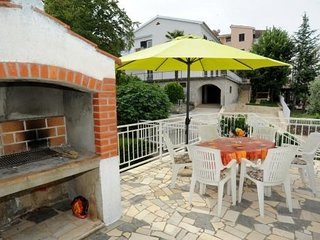 Apartment 4688-2 for 6 Pers. in Njivice