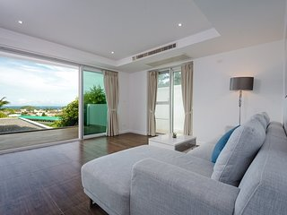 A Retreat: Oceanview 2 BR Suite in Wellness Center, Free Parking, Kata Beach