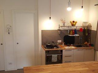 Cucina dotata di ogni confort, ampio frigo e congelatore, forno a ventilazione, spremiagrumi ecc