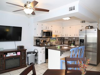 Beachwalk 4 ~ RENOVATED, Great location, Outdoor Pool, Free WiFi, Smart TV, Town