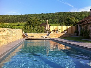 Saint-Aubin Villa Sleeps 10 with Pool and Air Con - 5760616