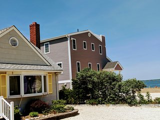 LARGE Family Fun Open 4 BR, Sleeps 14 -2 off Bay, EZ to Beach, Eats, Mini Golf