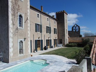 Chateau de Douzens 2-Double Bedroom Self Catering Apartment