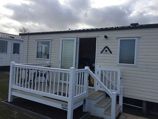 2 bed deluxe plus with beach view & access DG,CH, decked lovely family holiday