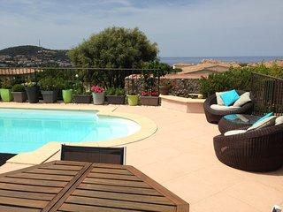 Maison spacieuse et calme avec piscine et vue mer