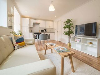 Modern eye catching 1 bedroom flat with Balcony