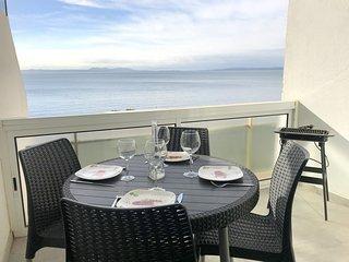 MEDA 1F-Apartamento 1a linea de mar con vistas al mar y parking privado