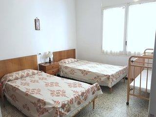 CO12-Apartamento 1 dormitorio situado en el centro de Roses con parking privado