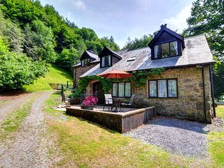 Lovely little annexe with fabulous countryside views - Llwynglas, WAN430