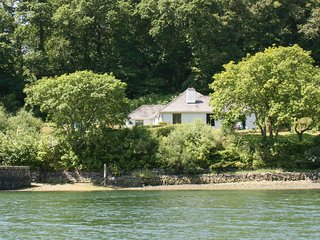 Ruan Dinas - creekside house on the banks of the River Fal