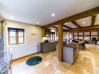 Sleeps 8, 5* Gold, Luxury Cottage