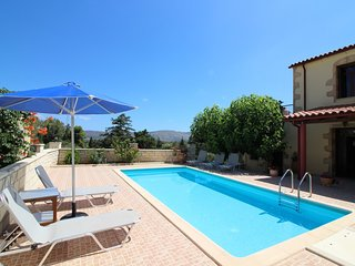 Villa Roussa, beautiful stone villa in traditional village Maza, Chania