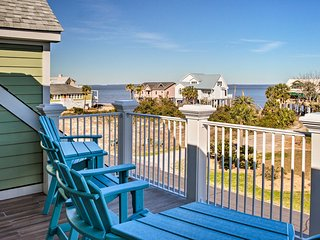 St Helena Island Home w/Golf Cart - Walk to Beach!