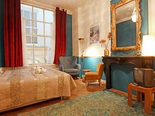 Cozy room in 17th Century canal house | Centre