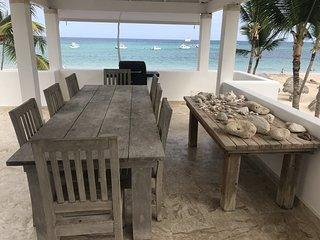 OCEAN FRONT BEACH CLUB Apartment 8Guest WIFI BBQ