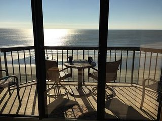 Beautiful penthouse unit~totally unobstructed view of the ocean/steps to beach~