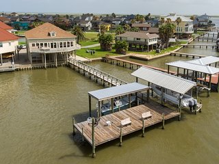 Bayfront Angler at The Pass - Love to Fish? Best Location on Bay, Hot Tub!
