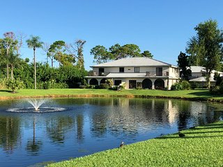 Beautiful Townhouse directly faced to the Lake