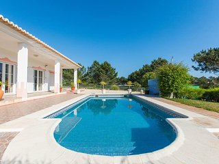 Sunny Holiday Home (with pool)