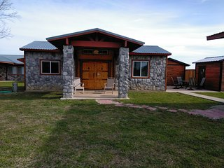 ROCK HOUSE RESORT Nautical Cabin, Lake Texoma!