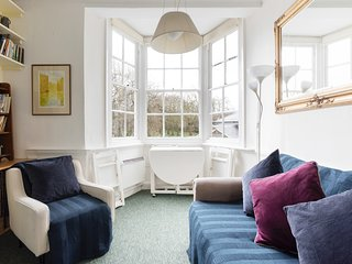 Charming 1bed sleeps 4 - 6min to Greenwich station