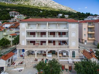 Two bedroom apartment Nemira (Omis) (A-15727-e)