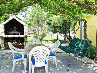 Silo Apartment Sleeps 3 with Air Con and WiFi - 5765921