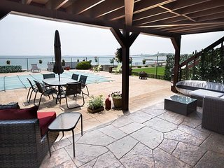 Oceanfront with Salt Water Pool. Close to Boston.
