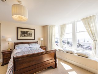 Direct sea and harbour views from your bed!