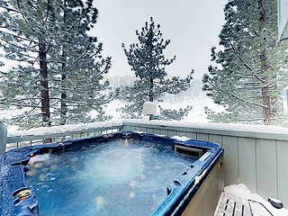 Ultra-Convenient Locale w/ Private Hot Tub -- Walk to Stagecoach Lift