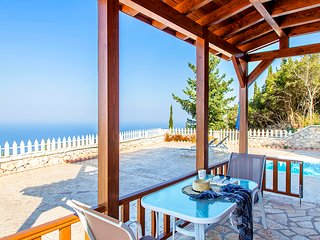 Early-bird Offers: Villa with sea views and private pool, ideal for couples