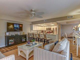 1654 Bluff Villa-Beautiful first floor villa-Quick walk to beach & marina