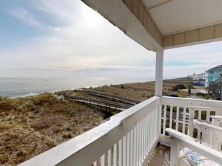 Oceanfront, Newly Renovated, Top Floor Condo! Family Friendly, Large Saltwater P