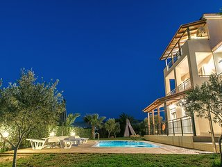 Comfortable,panoramic view,pool