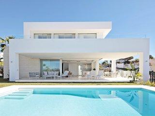 LUXURY BRAND NEW 4 BED VILLA PRIVATE POOL & STUNNING VIEWS, FINCA DE MARBELLA