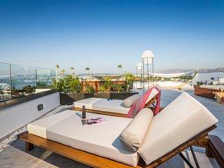 Luxury,modern,coastal,ideal for family