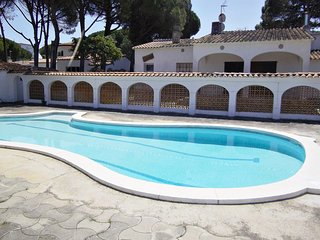 Villa Arc, spectacular house with LARGE private GARDEN, TERRACE, COMMUNITY POOL