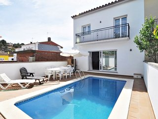Villa Dolores, large house for 10 people, 5 bedrooms, 3 bathrooms, POOL