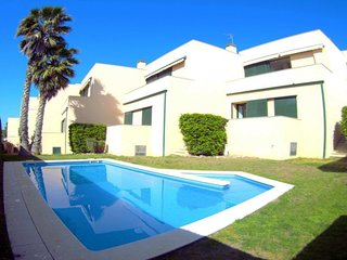 Villa Emporda, large 4 bedrooms, communal pool at 400m beach, 9p