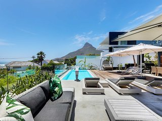 Jo Leo House . Modern Camps Bay 5 Bedroom Villa | Jo Leo House