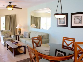 INCREDIBLE 2BR/2BA WITH GULF VIEW, POOL, HOT TUB, BAR, RIGHT ON THE BEACH