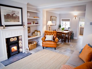 No.5 Chester Contemporary Victorian Terrace. Sleeps 4. Parking. Family Friendly.